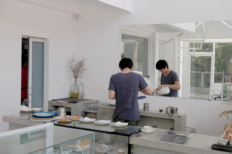 曼谷幸福之一,是晚起吃一份白色小清新早午餐|High Coffee Roaster & Patisserie Skills