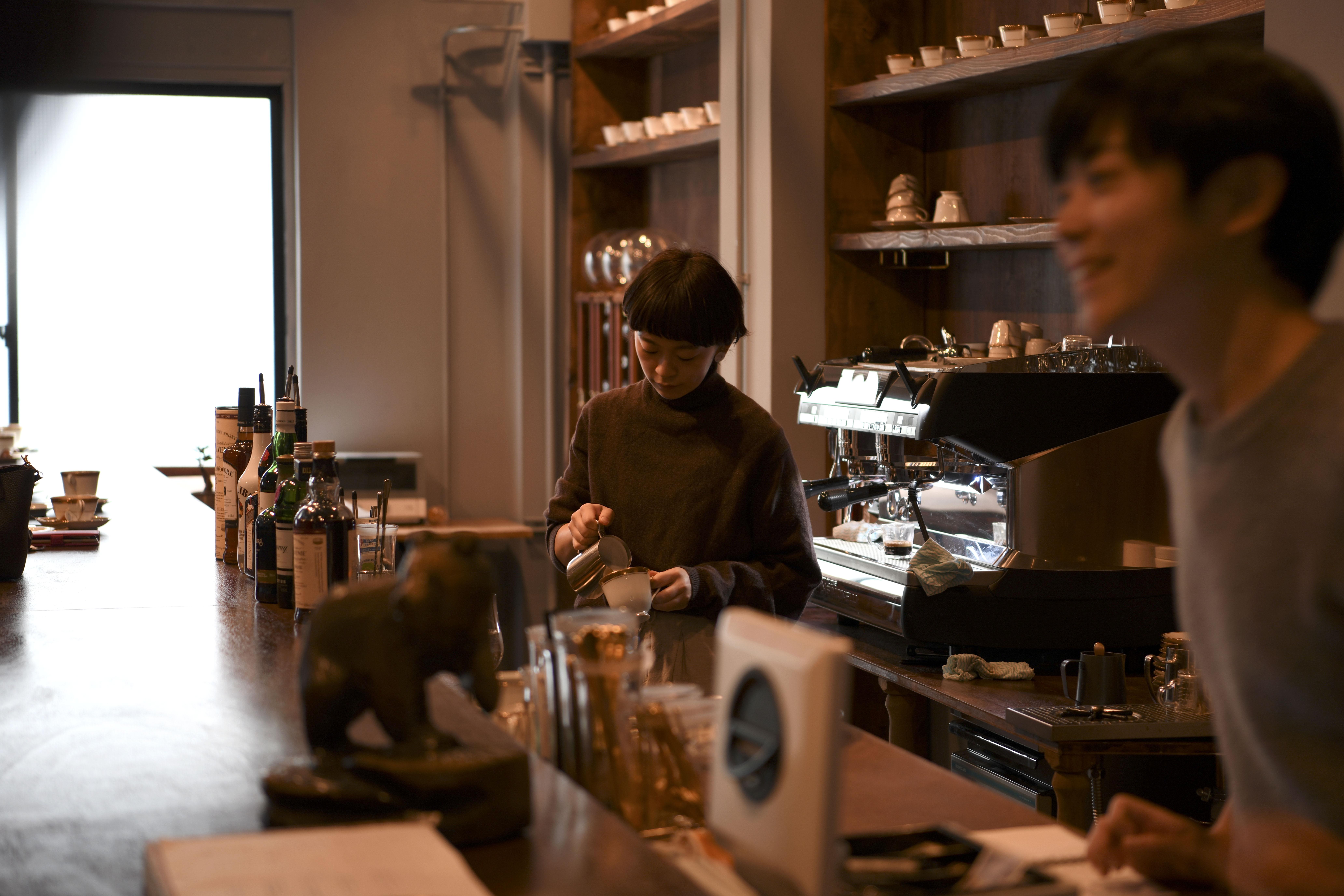 喫茶半月咖啡館