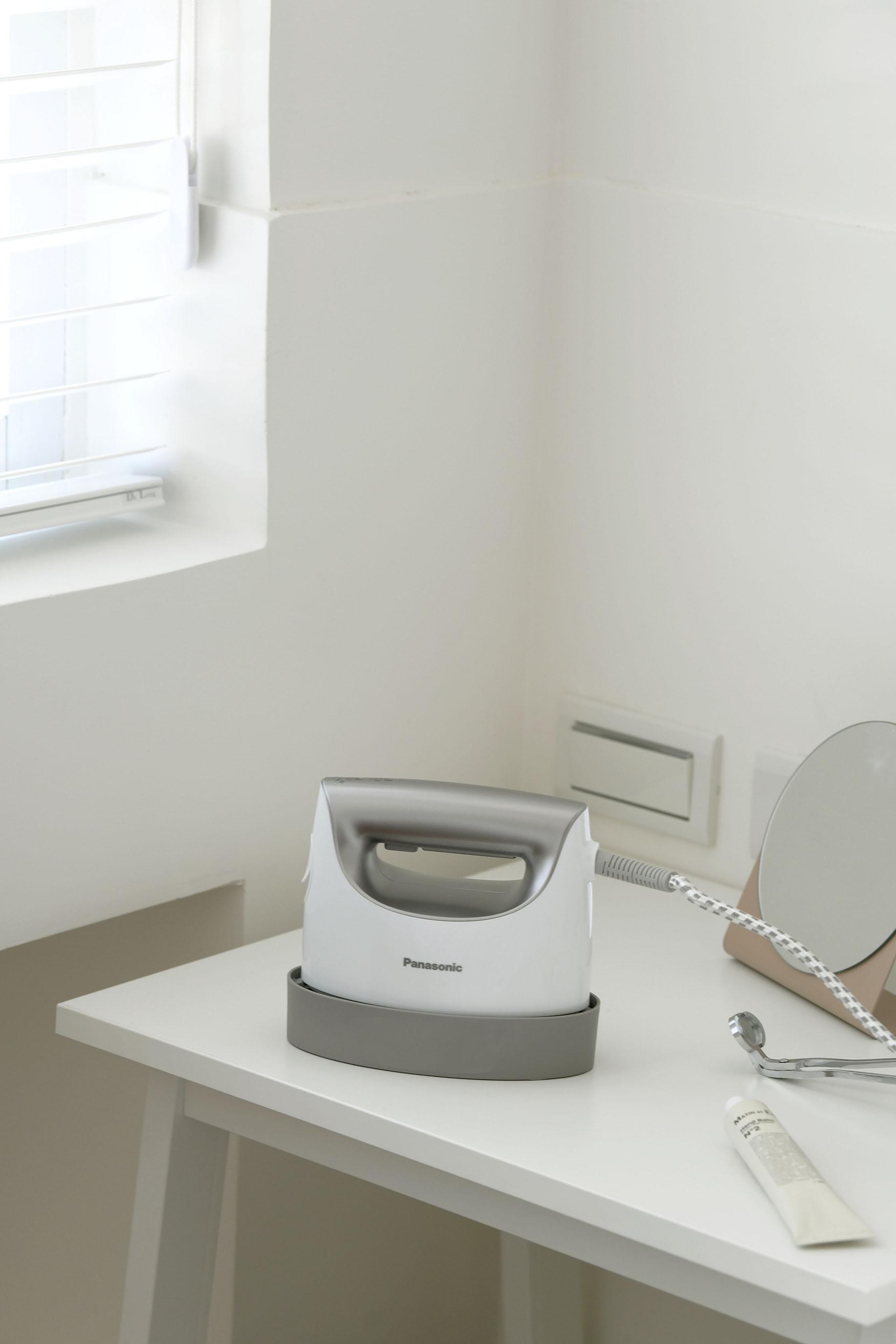 給忙碌又懶惰的日常,一個從容又體面的步調|Panasonic 2in1 蒸氣電熨斗 NI-FS750