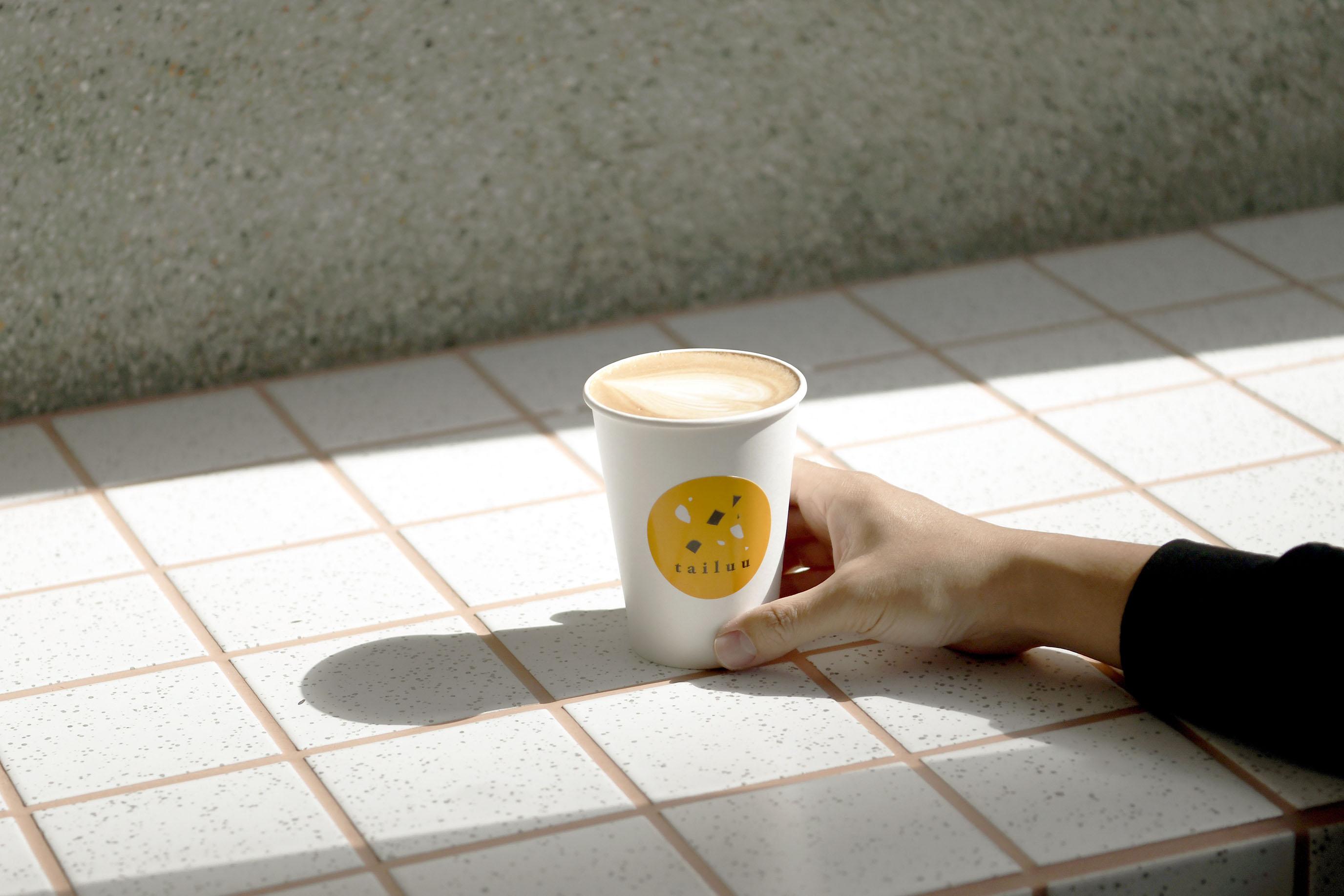 在西區舊樓裡,拼湊出自在的色調|Cafe tailuu 西門町咖啡
