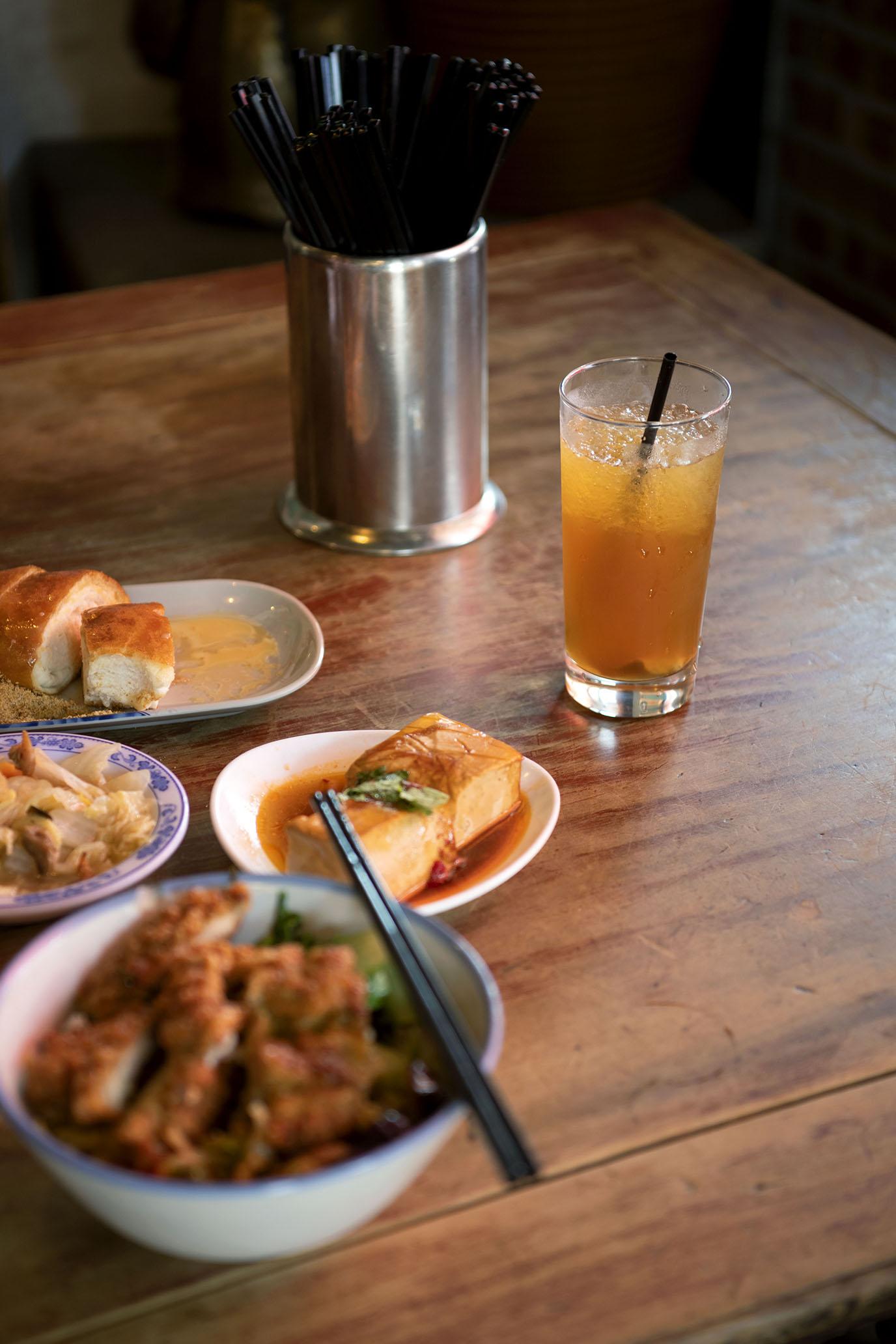 很是熱鬧的古早味排骨飯|三峽 東道飲食亭