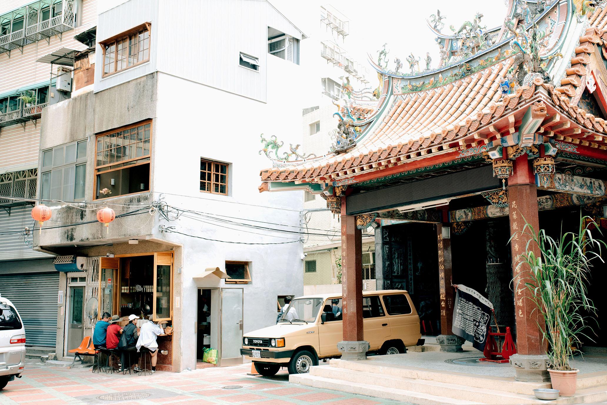 網站近期文章:曾經單車載著思念,現在將它落腳廟旁|台南 糯夫米糕