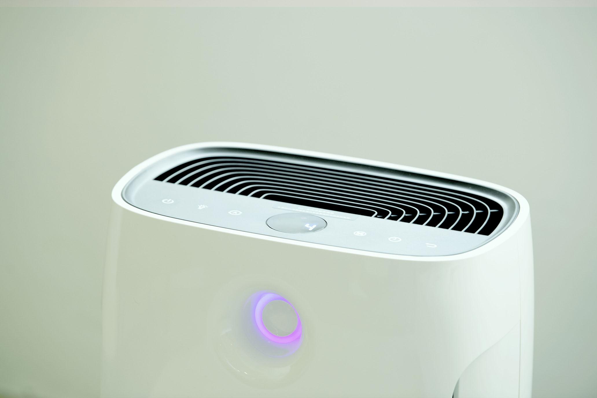 飛利浦智能 WiFi 抗敏空氣清淨機AC2889,幫你濾淨居家99.9%的PM0.02 懸浮微粒。