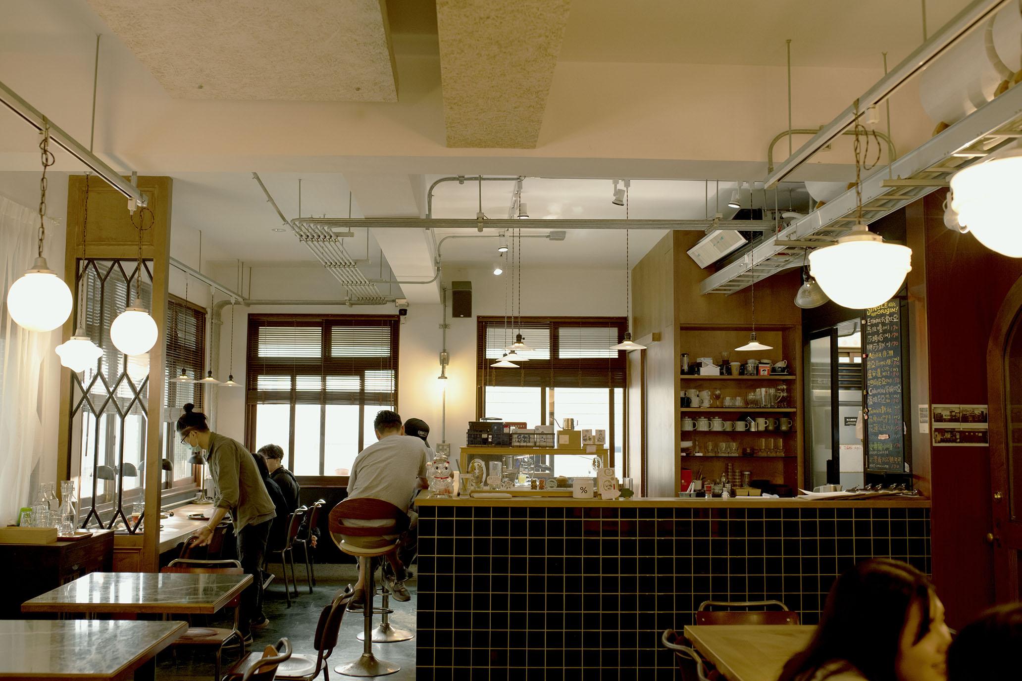 一起掉進昔日時光,在二樓復古摩登咖啡廳約會|台南 paripari apt.