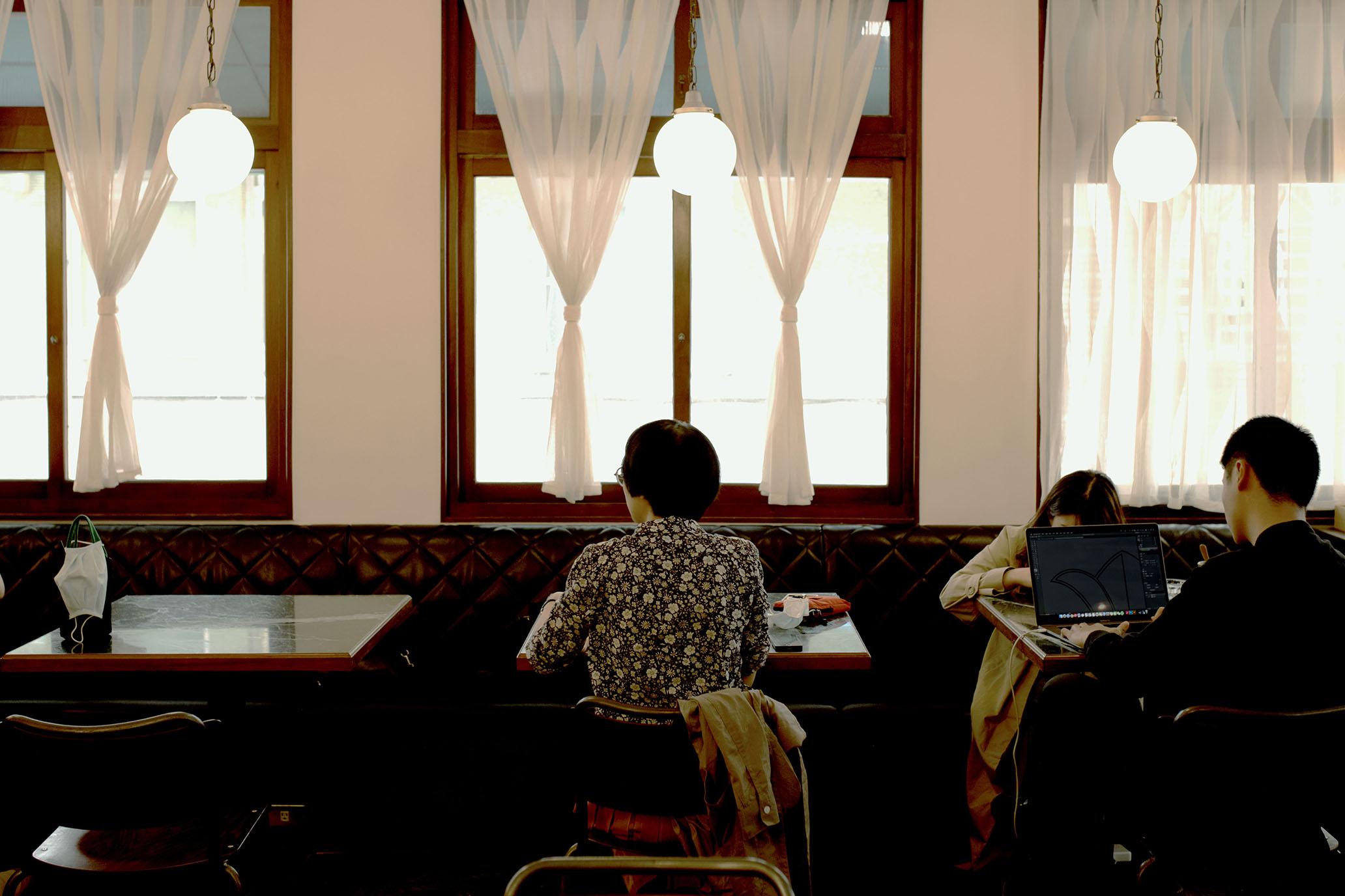 一起掉進昔日時光,在二樓復古摩登咖啡廳約會|台南 paripari apt. @MENS 30S LIFE