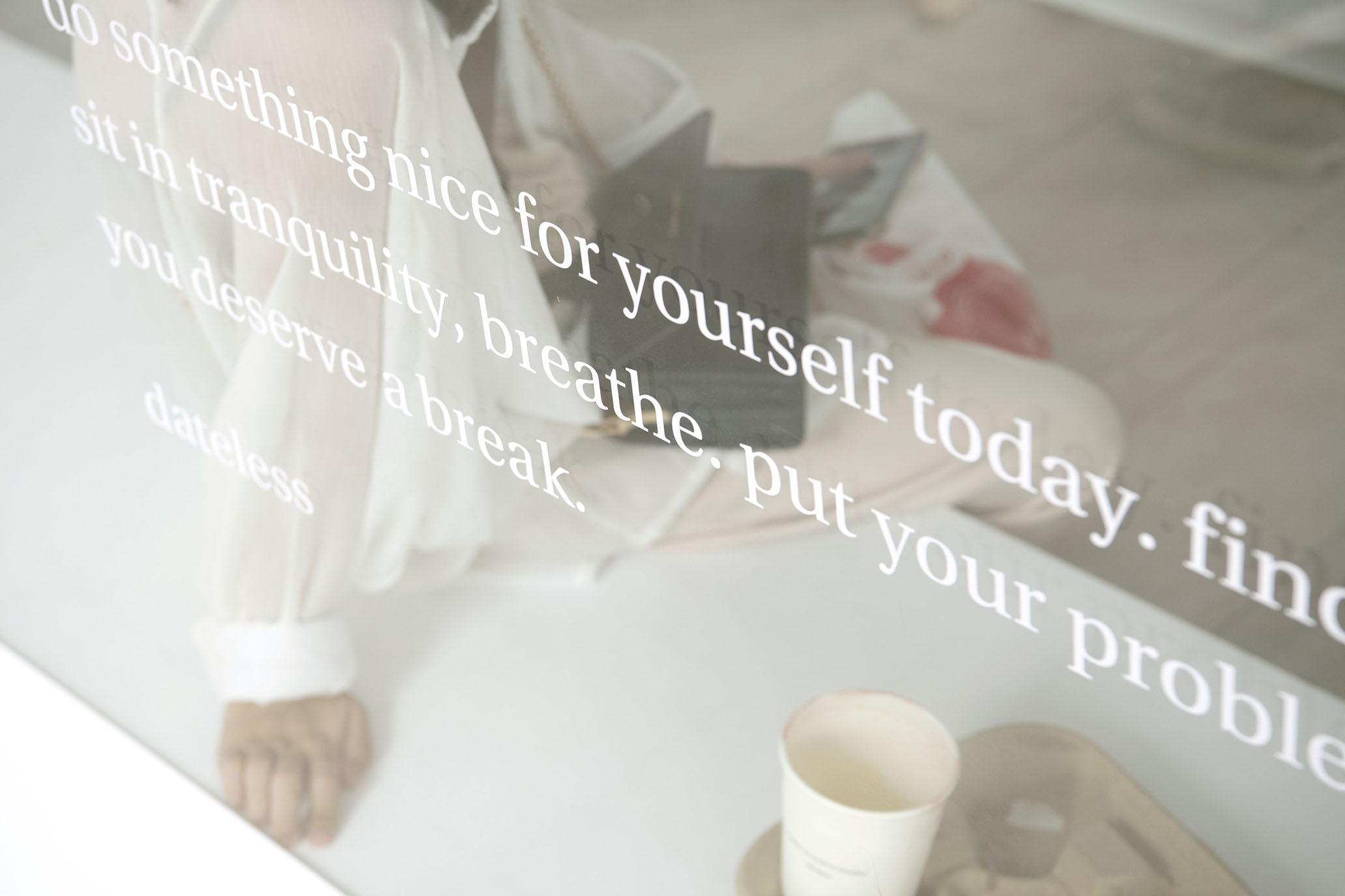 台北 Dateless 的白,是沈浸在咖啡裡。