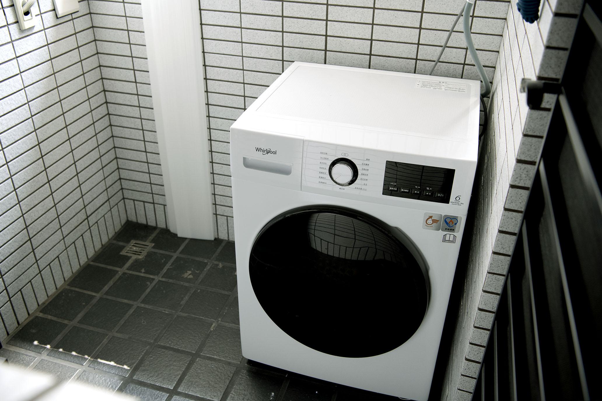 惠而浦Essential Clean 10公斤滾筒洗脫烘|洗、脫、烘一機搞定,窄身簡約設計讓小坪數省空間