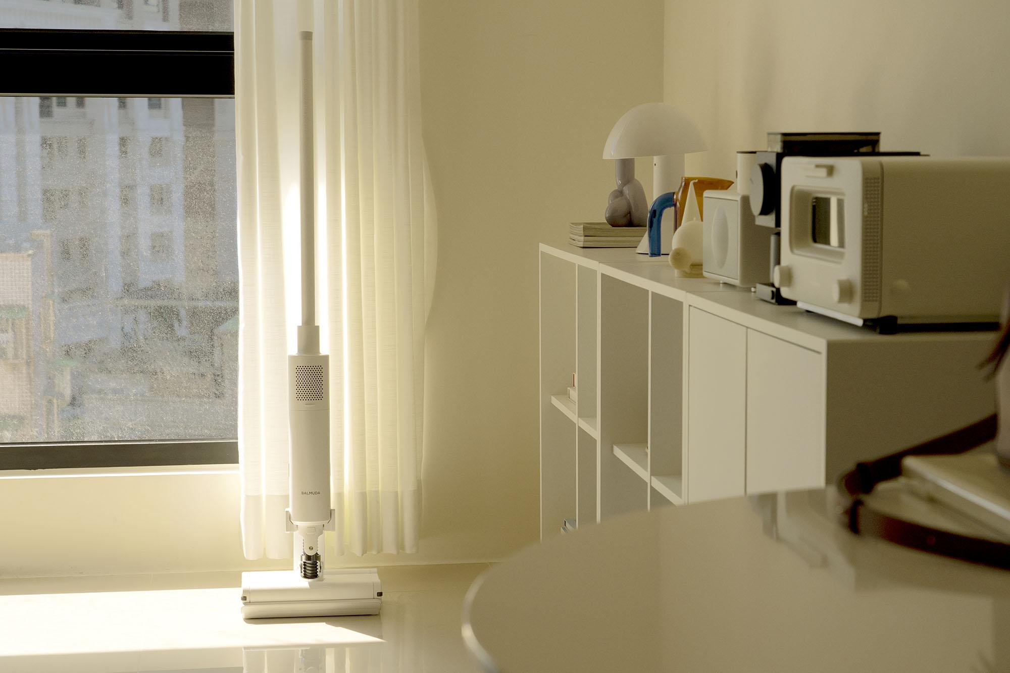 網站近期文章:居家最喜歡的白,是BALMUDA The Cleaner 無線吸塵器的白,讓日子輕鬆保持最舒心的白淨。