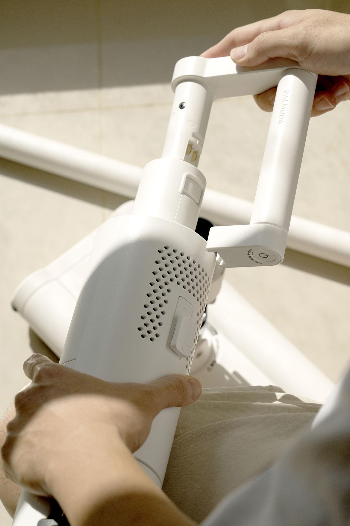 居家最喜歡的白,是BALMUDA The Cleaner 無線吸塵器的白,讓日子輕鬆保持最舒心的白淨。