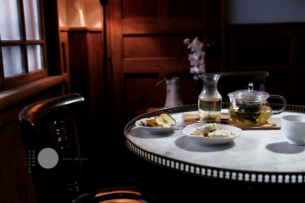 虎尾厝沙龍 獨立書店,閱讀時間裡的風景,佐上優雅的一壺一杯飲。雲林咖啡廳/品茶【男子的日常生活】 @MENS 30S LIFE