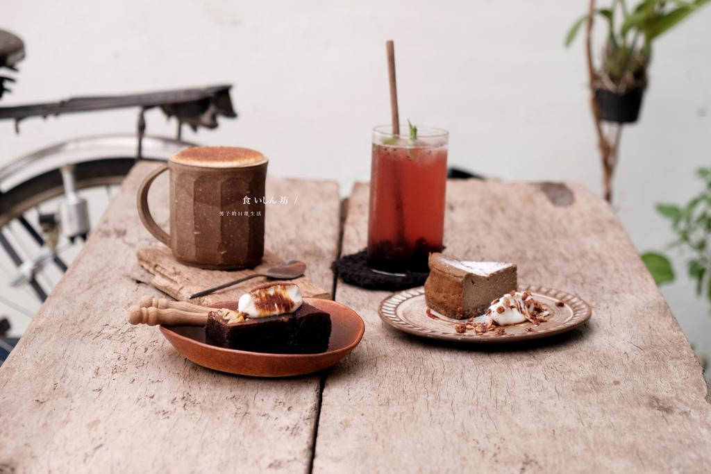 食いしん坊 台中南區,老屋裡的巧克力野莓布朗尼與有機桑椹氣泡飲。台中咖啡甜點/南區美食【男子的日常生活】 @MENS 30S LIFE