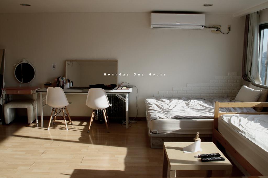 首爾住宿 Hongdae One House,弘大站出口陽光高樓,簡單風格2-7人房。弘大民宿/wifi/萬用插座【男子的日常生活】 @MENS 30S LIFE