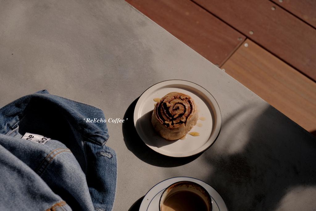 一想一響 ReEcho Coffee,熱拿鐵與肉桂捲:是咖啡職人的自在空間。新竹甜點/美食/自家烘焙咖啡【男子的日常生活】 @MENS 30S LIFE
