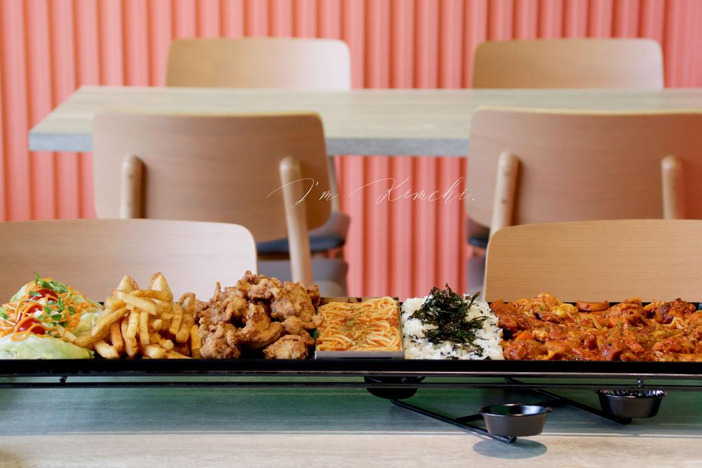 台北I'm Kimchi|75公分韓式拼盤,一次嚐盡辣炒雞排、韓式炸雞、海苔拌飯等7種料理。 @MENS 30S LIFE