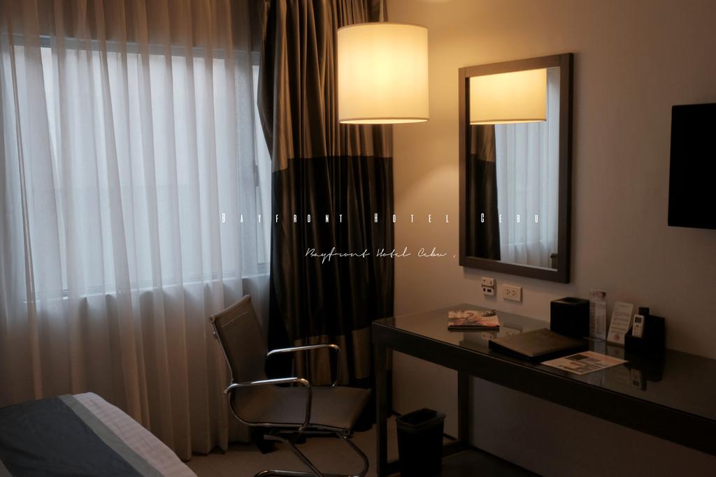 宿霧 Bayfront Hotel Cebu 海灣酒店|現代設計風格,與SM City購物中心和7-11為鄰。 @MENS 30S LIFE